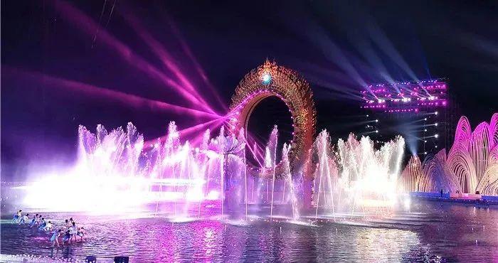 《寻梦莲花湾》——超大型梦幻喷泉巡游表演