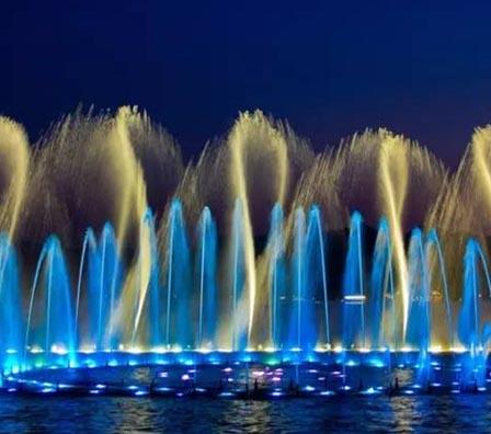 多彩大型湖面组合喷泉