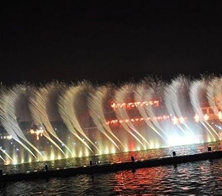 夜景大型湖面组合喷泉